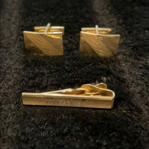 Vintage- Tie clip and cuff link set - Gold tone